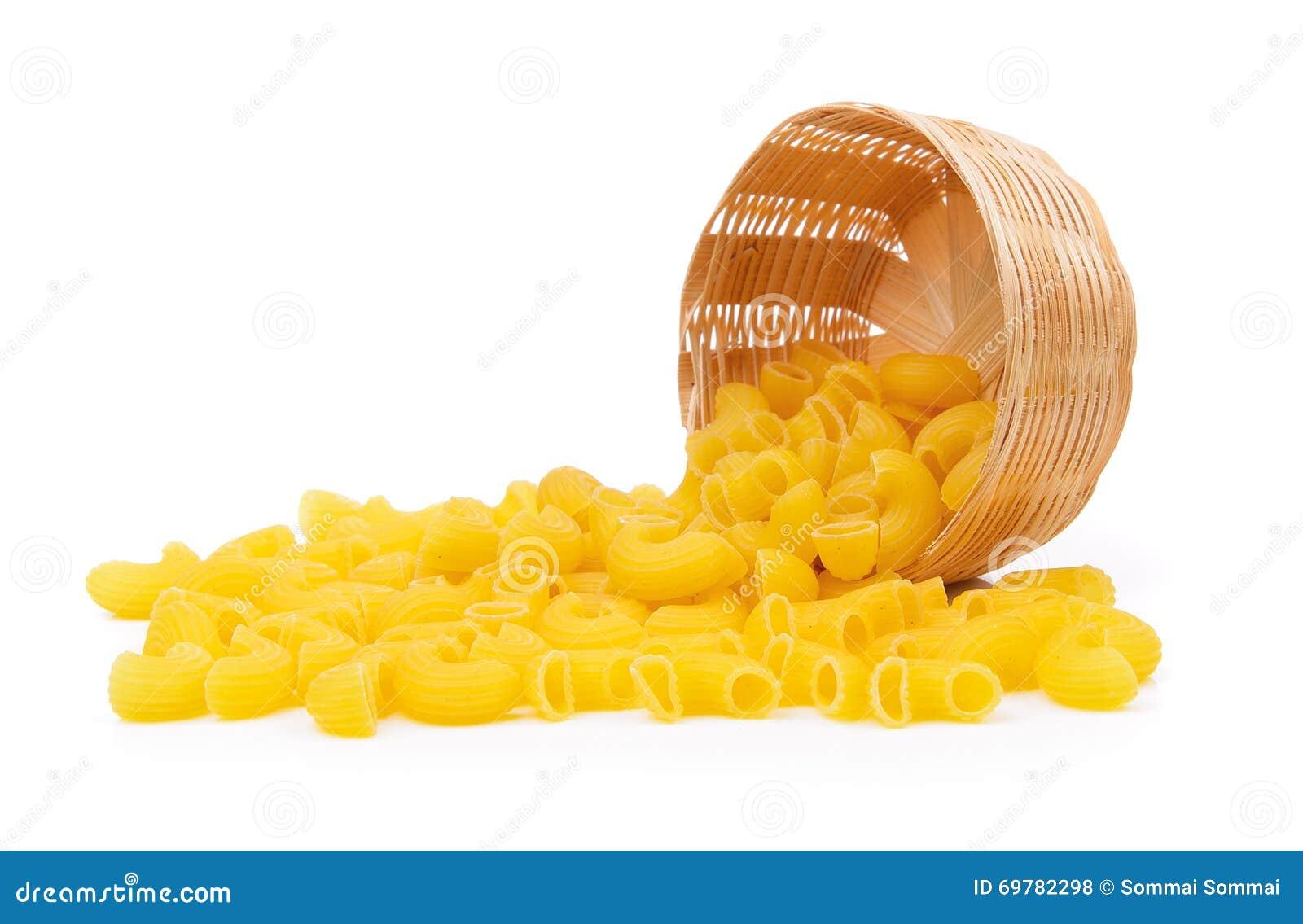 Dry macaroni in the basket