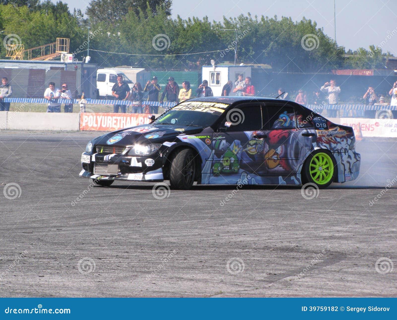 Dryftowy samochód