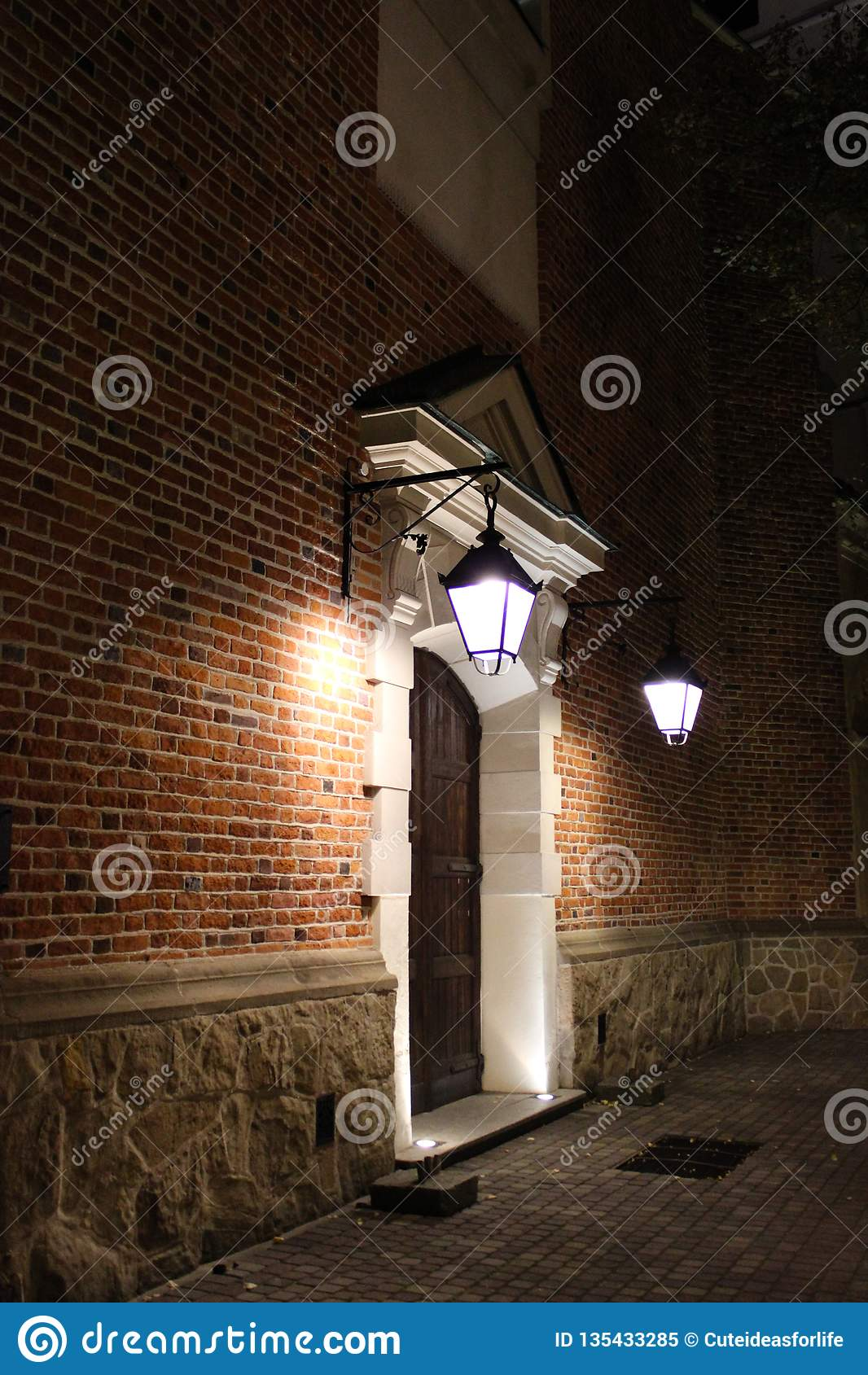 Drzwi antyczna świątynia