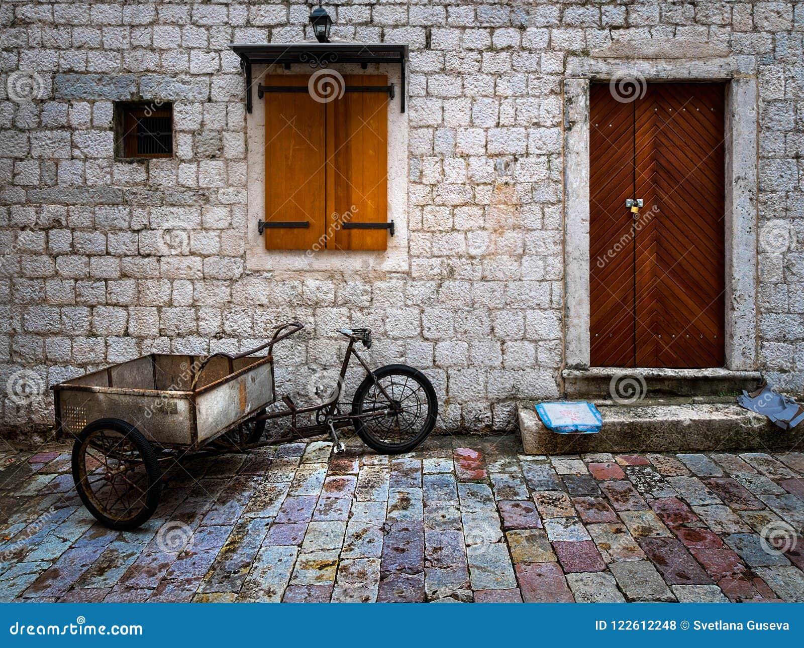 Drzwi, okno i tramwaj,