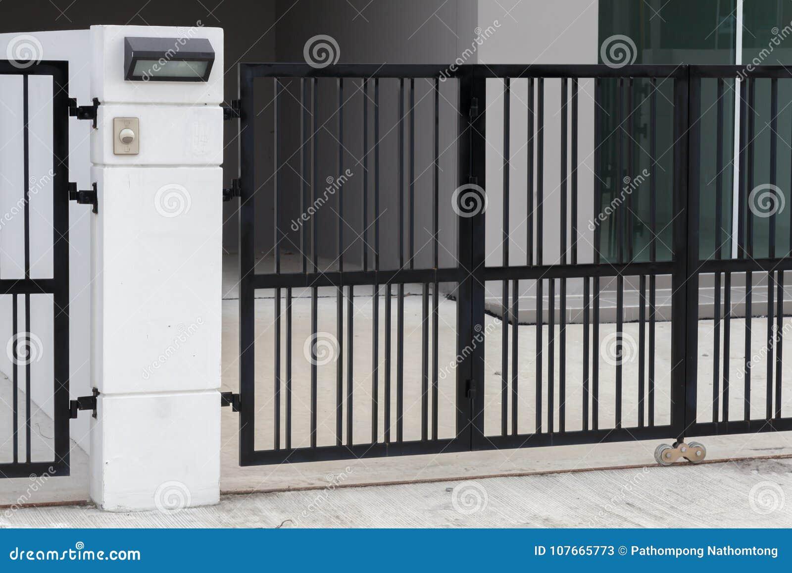Drzwiowy dzwon przy bramą