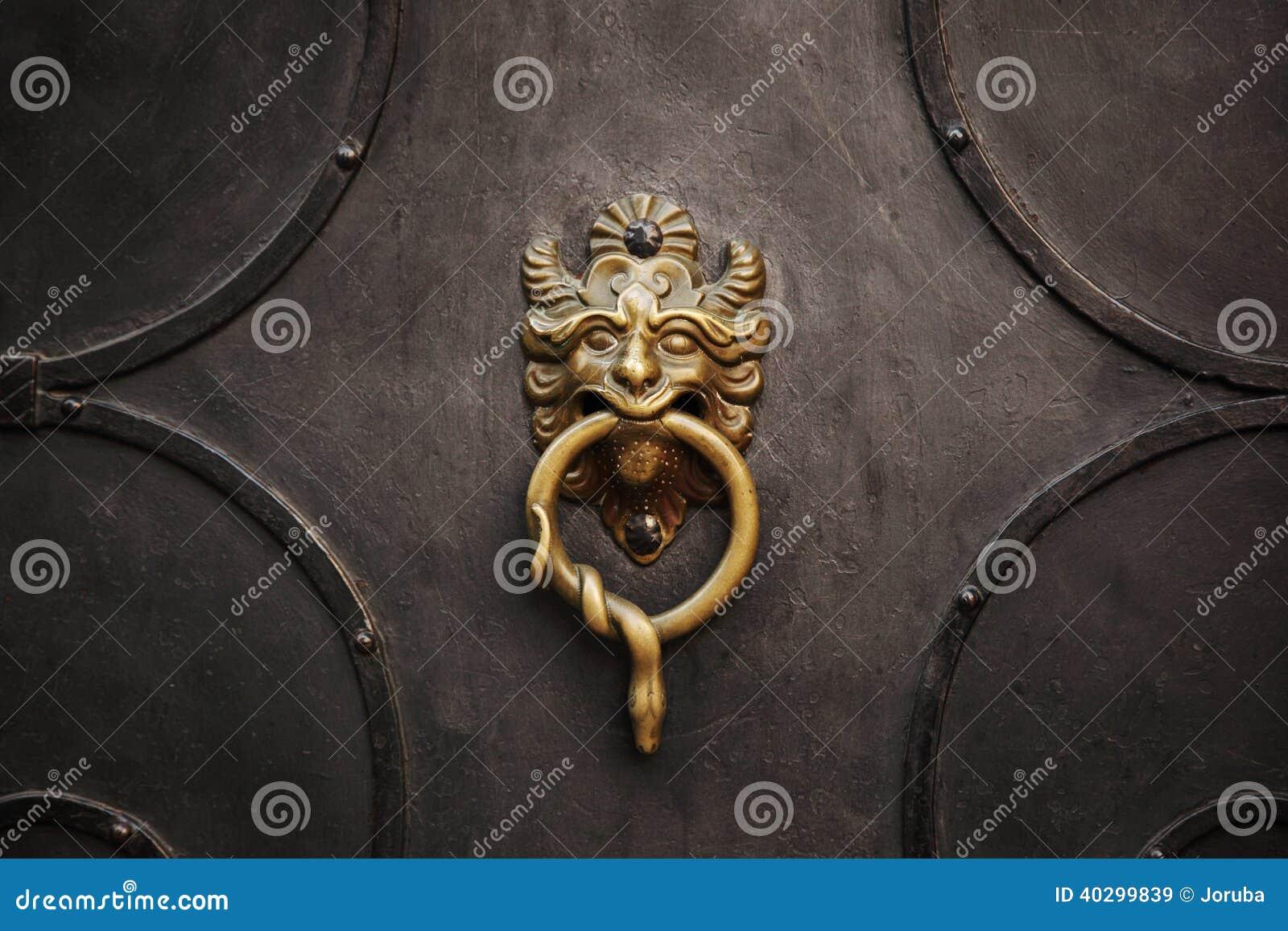 Drzwiowy knocker
