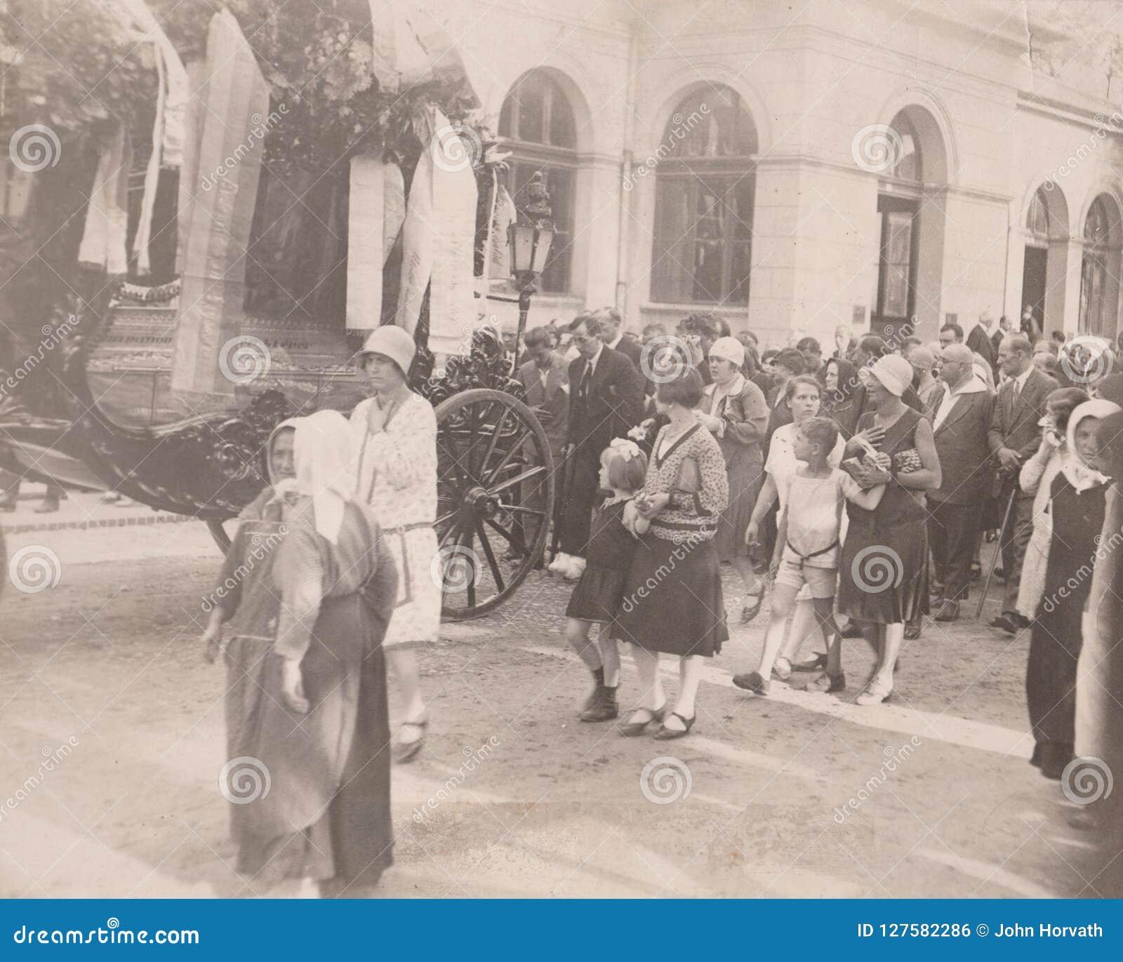 DT00006 WĘGRY OKOŁO 1920-30 ceremonia pogrzebowa