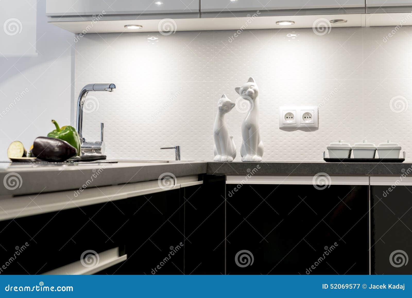 Détail de cuisine noire et blanche moderne photo stock   image ...
