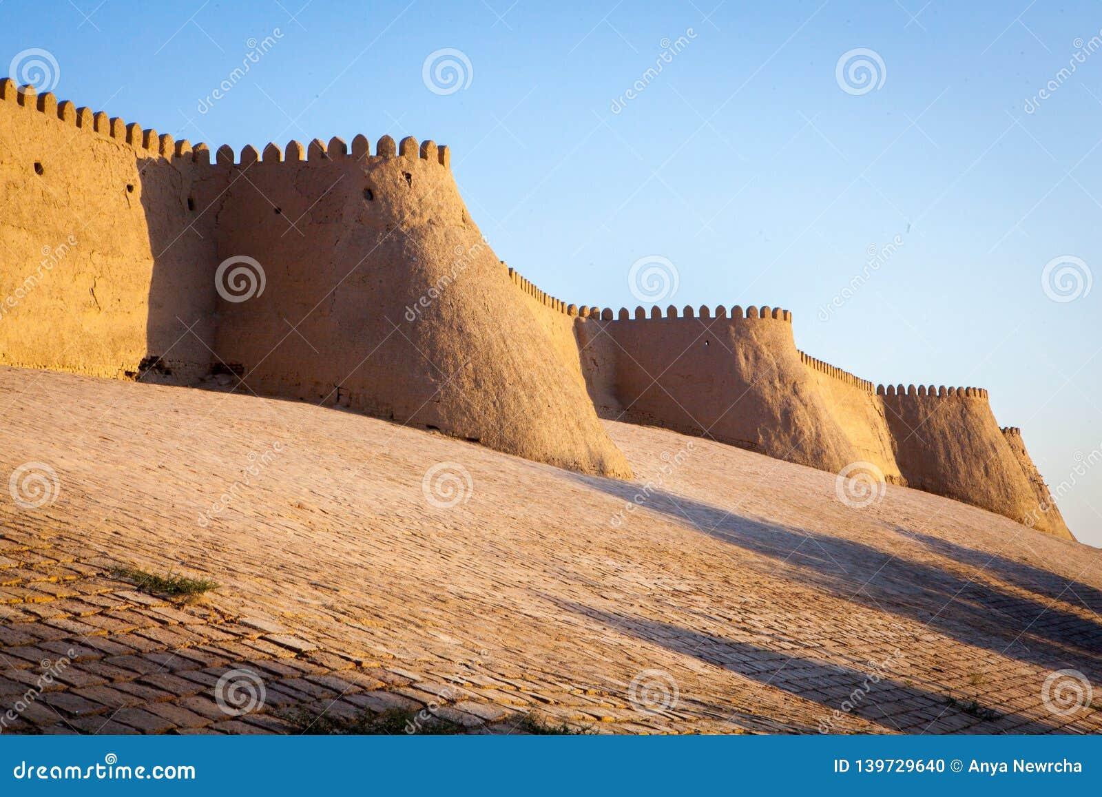 Duże ściany antyczny Khiva miasto