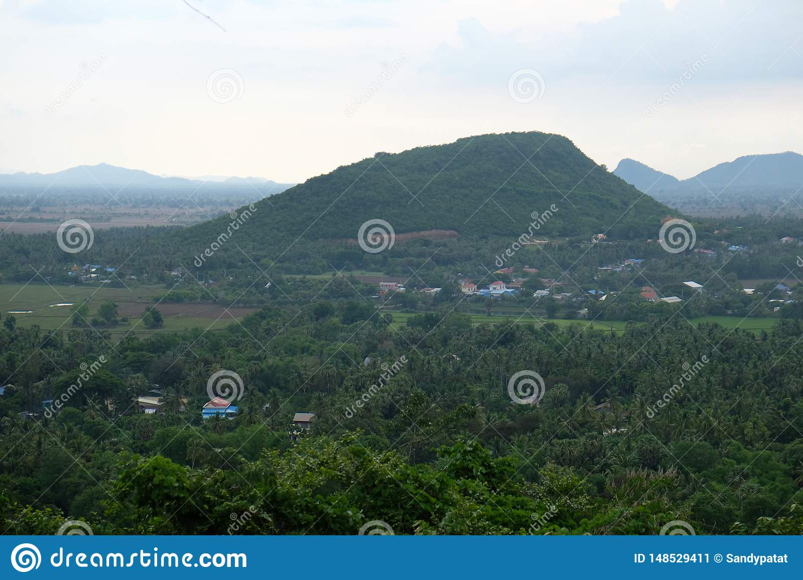 Duża góra w Battambang prowincji, Kambodża