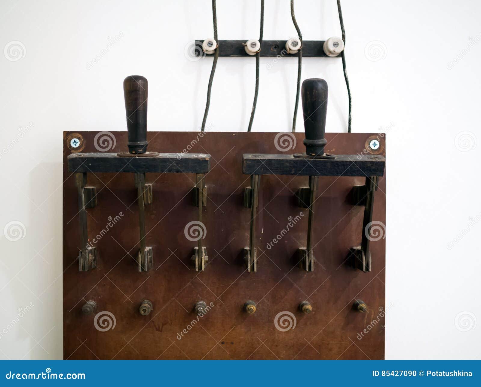 Duża stara elektryczna nożowa zmiana dla ręcznego związku konsumenci