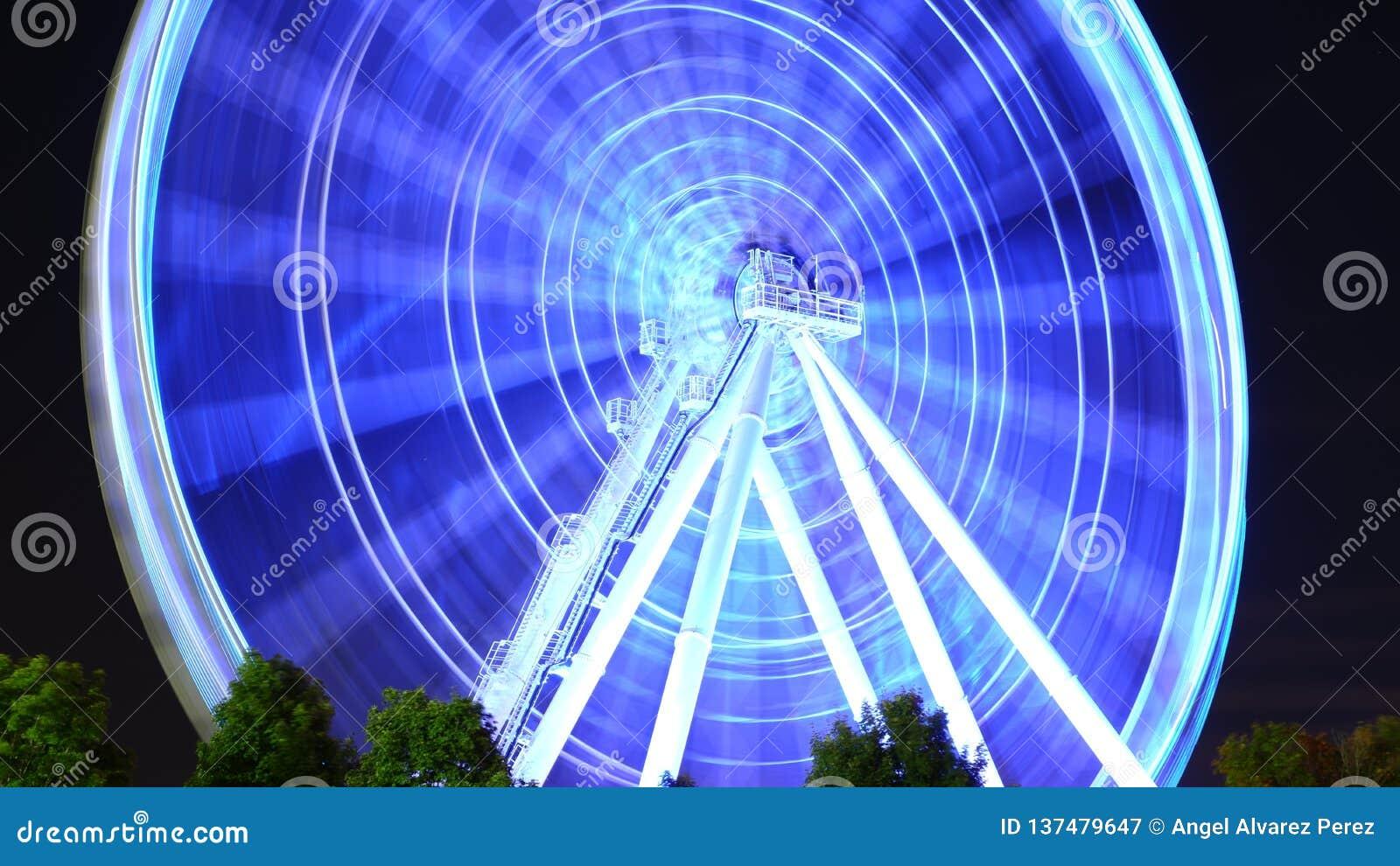 Duży świecący koło