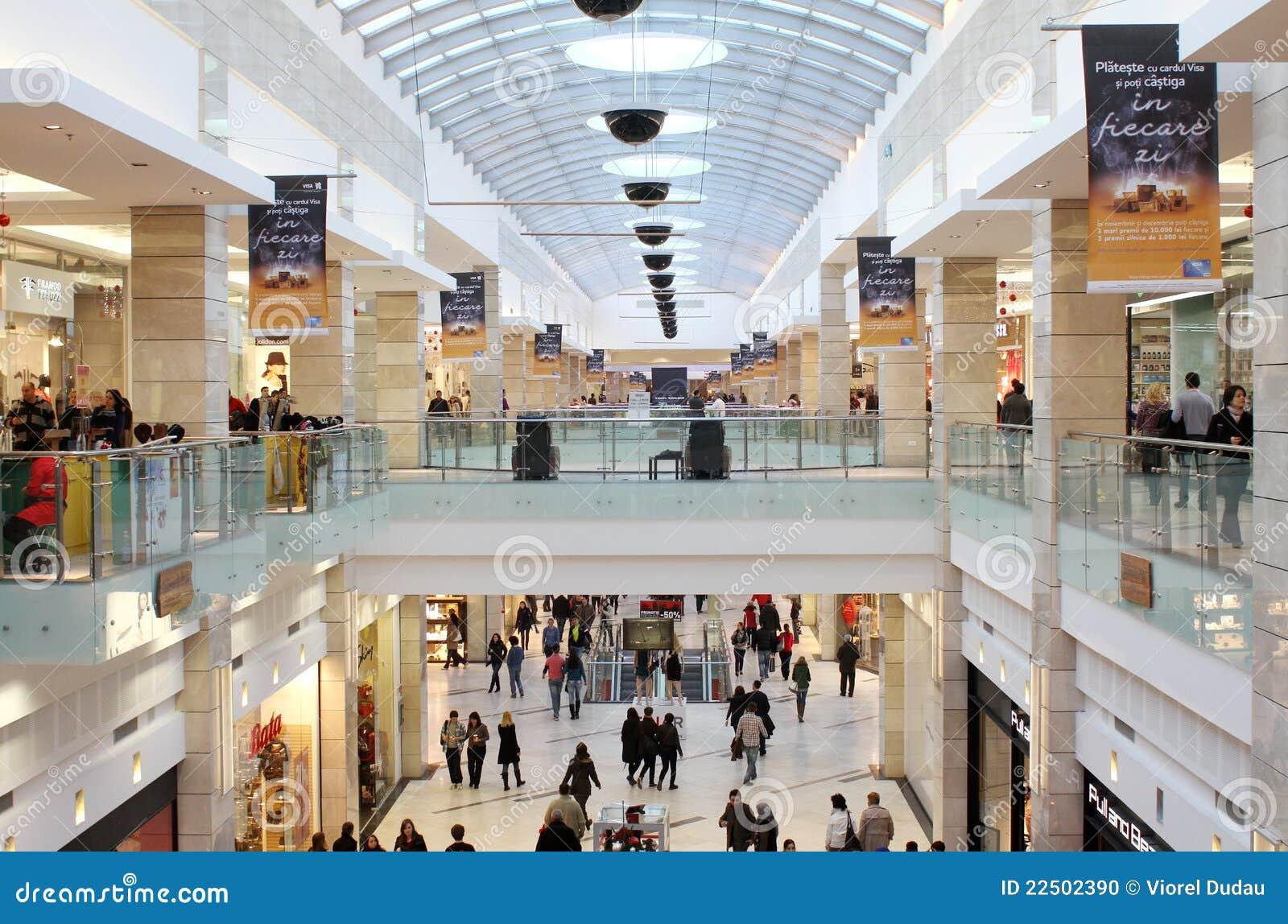Duży centrum handlowe
