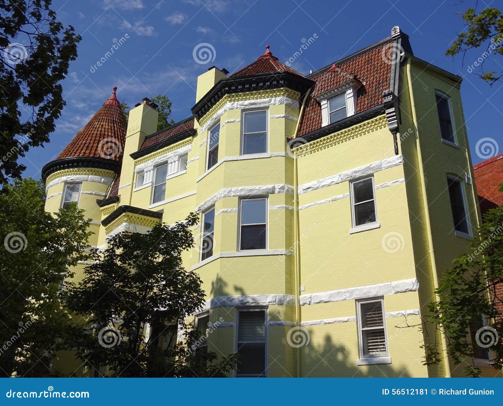 Duży koloru żółtego dom w Georgetown