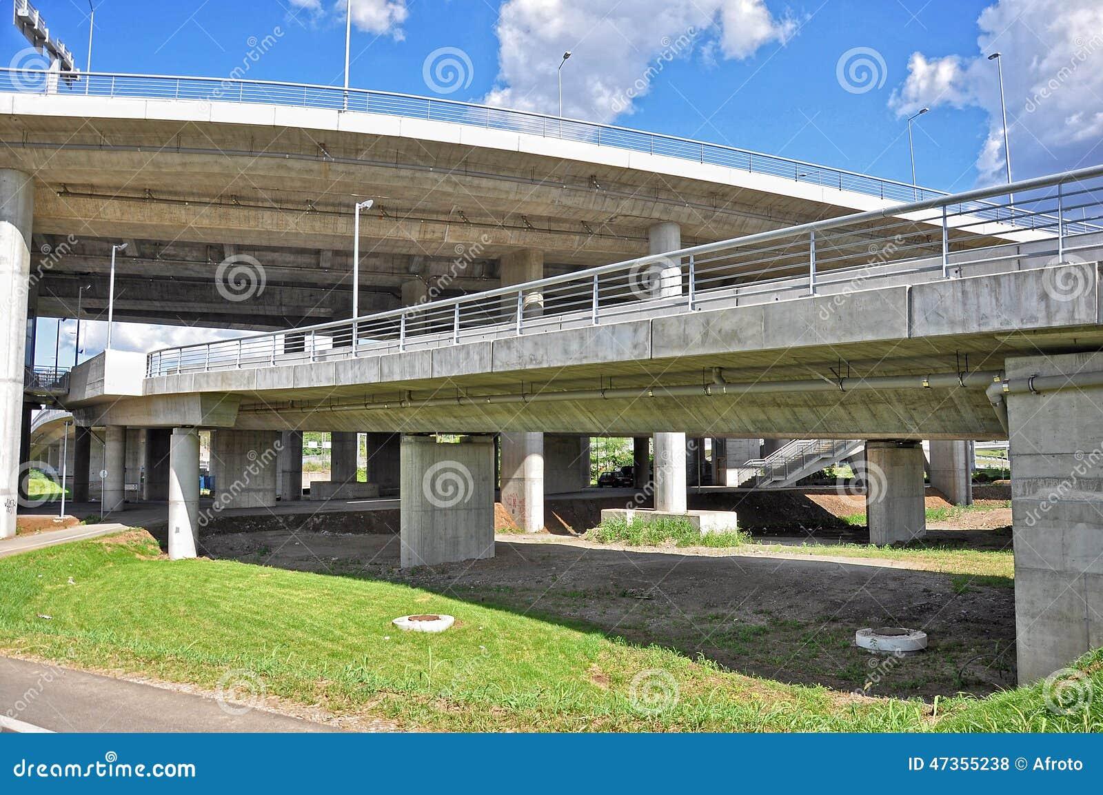Duży miasto most