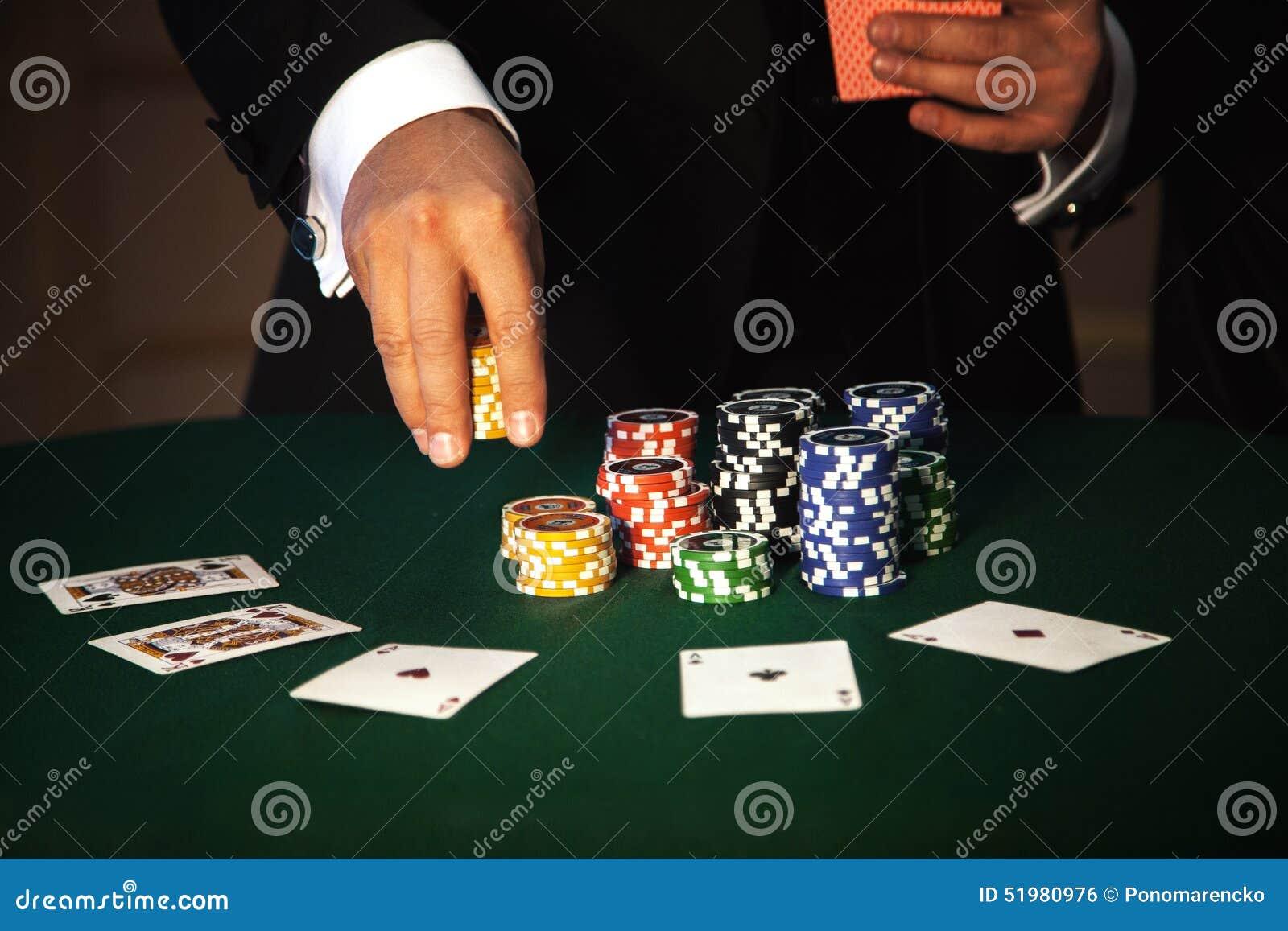 Duży zakład w partii pokeru