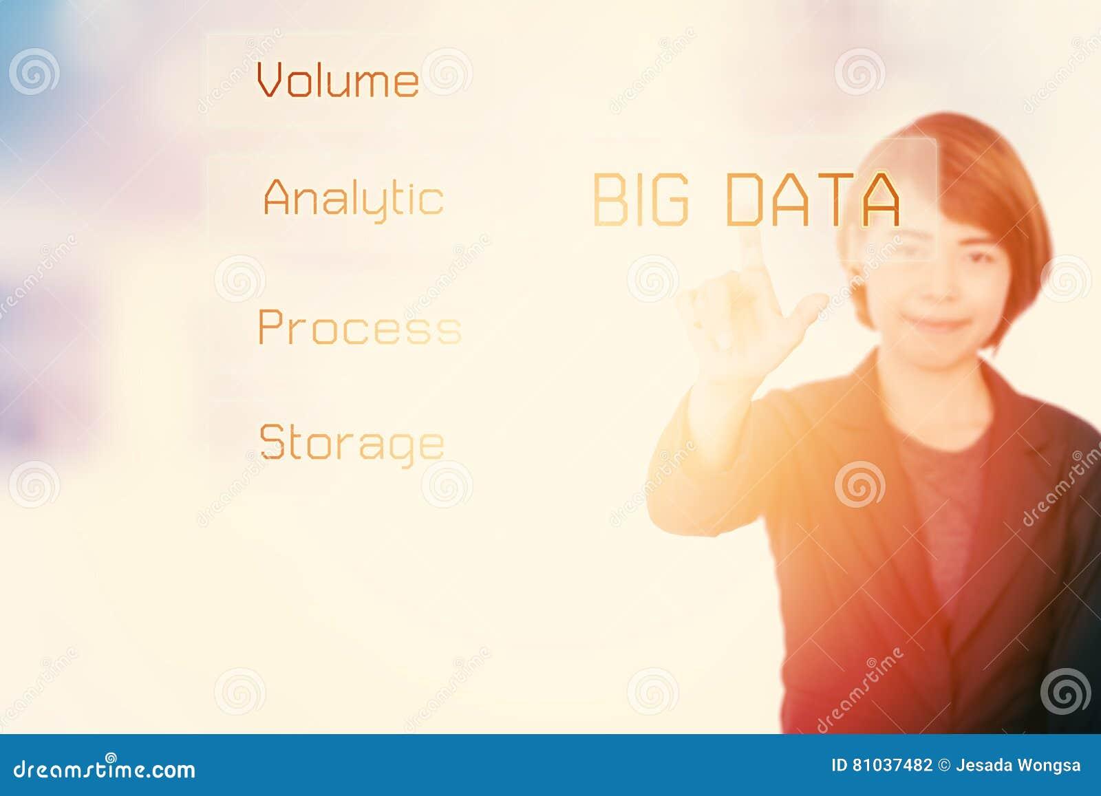 Dużych dane biznesowa kobieta przedstawia pojęcie technologii informację