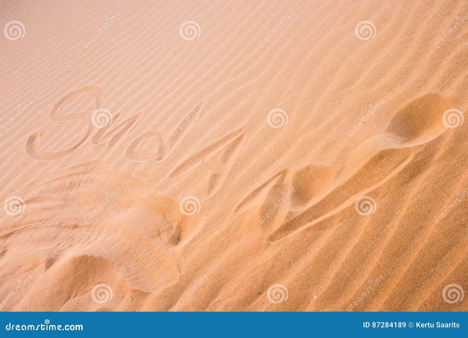 ` Du Soudan de ` écrit en sable