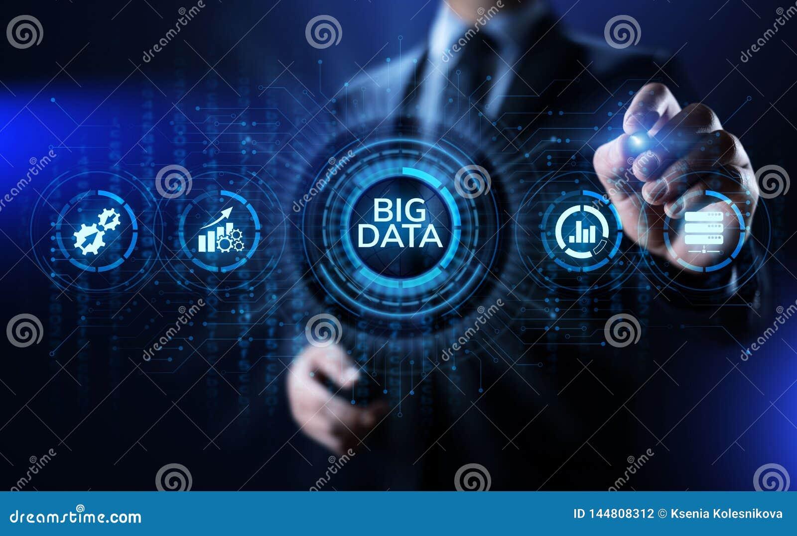 Du?y dane analityka technologii interneta technologii poj?cie Biznesmena odciskania guzik na wirtualnym ekranie