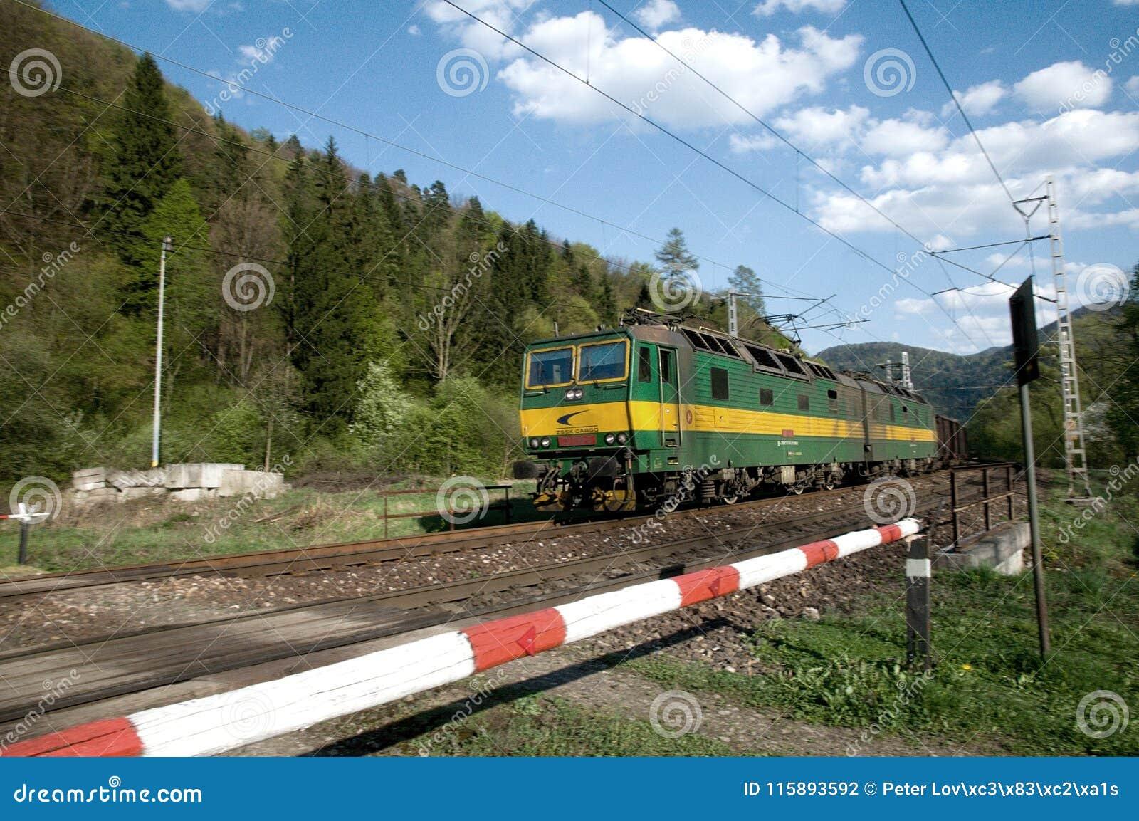 Dual a locomotiva eletric com fonte de alimentação de DC de 3000 V