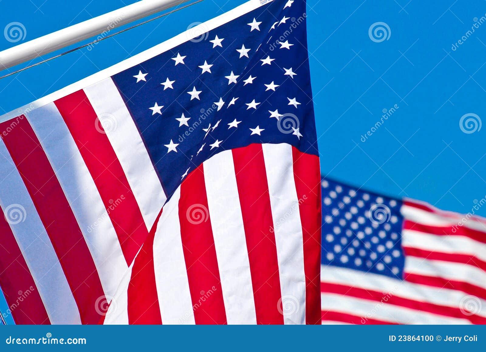 Duas bandeiras americanas.