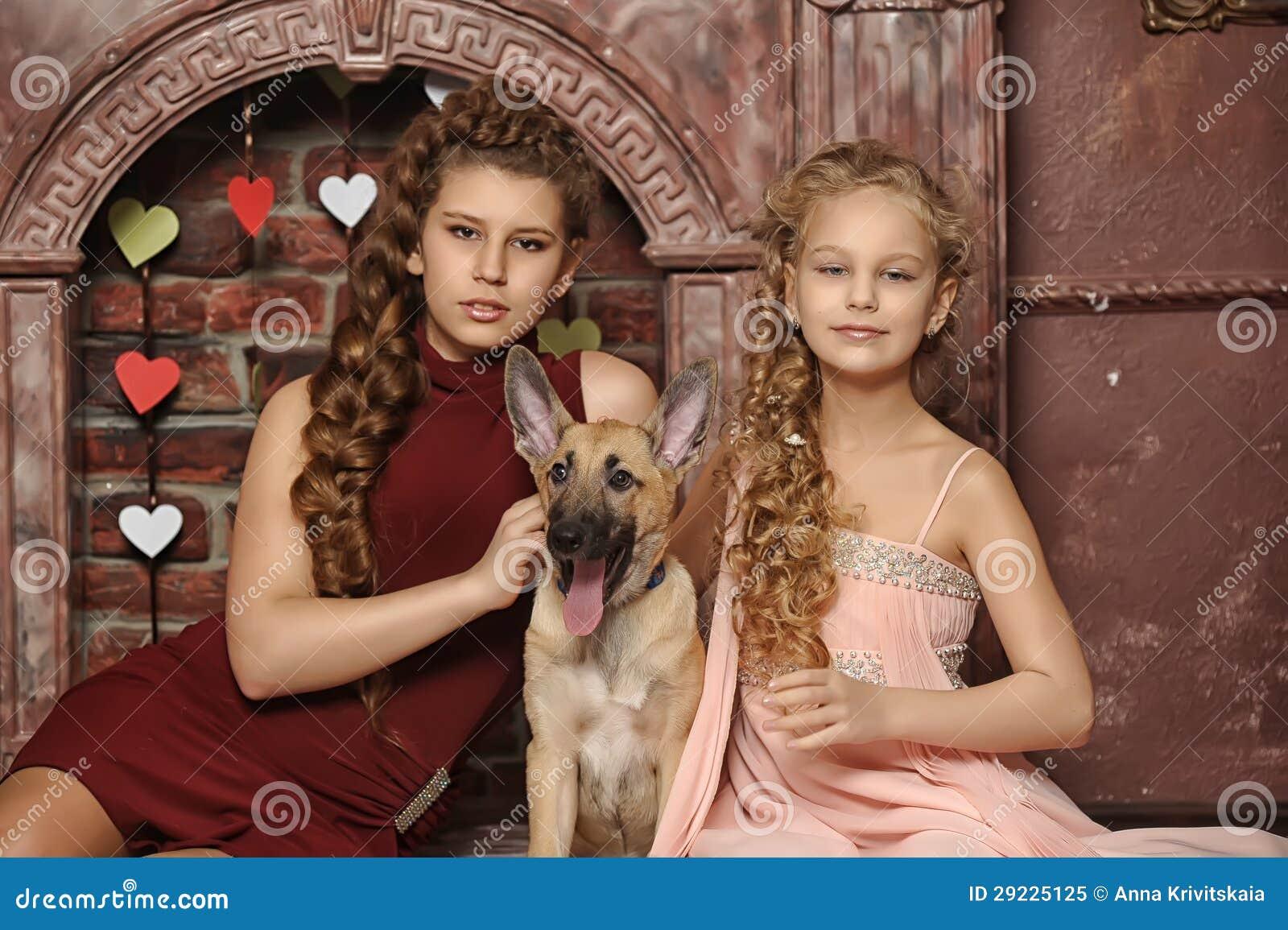Download Duas irmãs imagem de stock. Imagem de fêmea, criança - 29225125