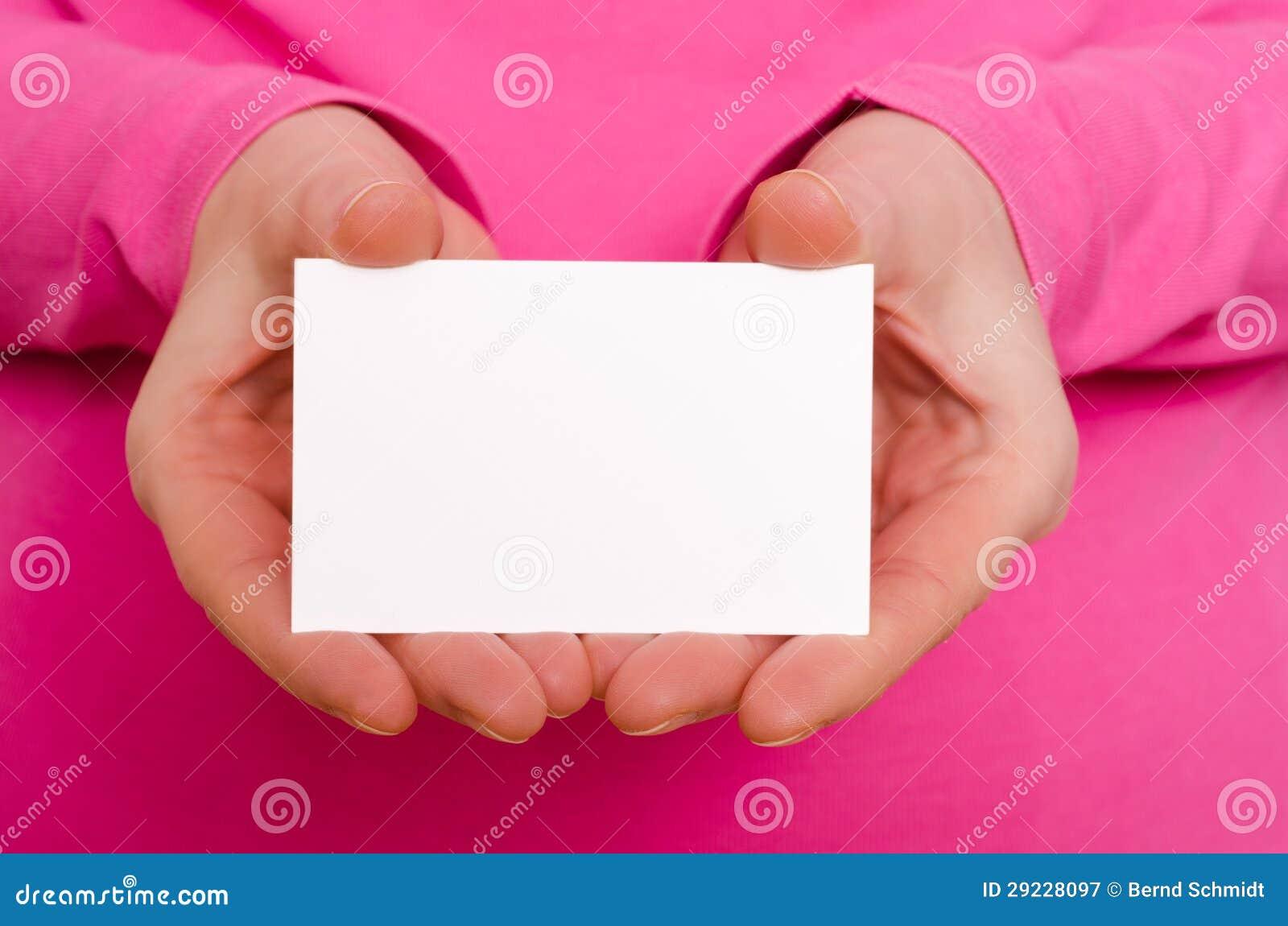 Download Duas Mãos Fêmeas Estão Guardarando Um Cartão Imagem de Stock - Imagem de braço, magenta: 29228097