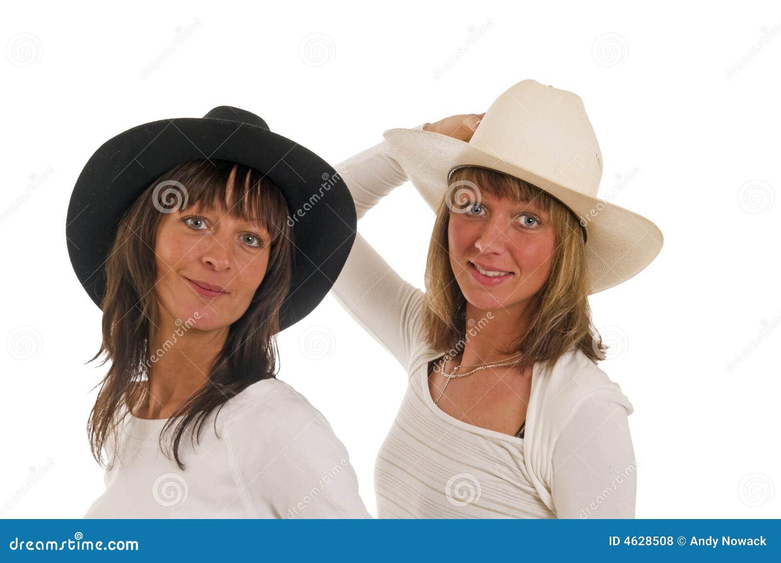 Duas meninas com chapéu de cowboy