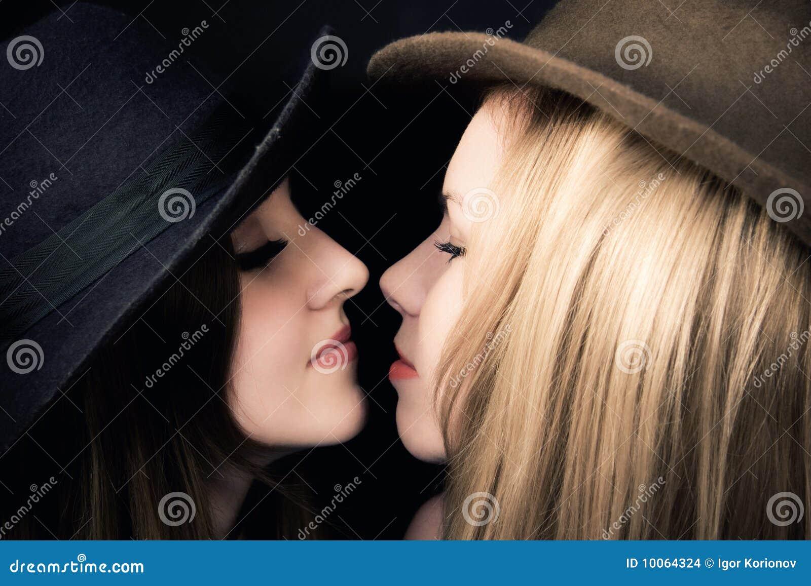 Duas meninas enamoured