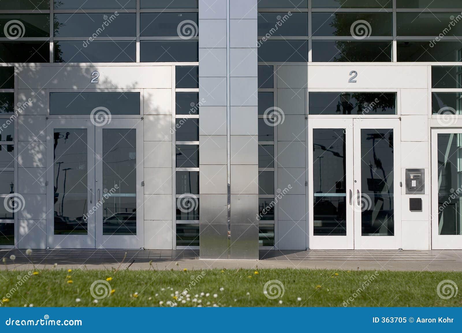 Duas portas corporativas