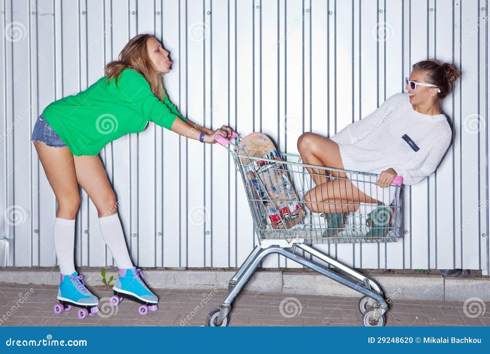 Download Duas raparigas bonitas foto de stock. Imagem de alegria - 29248620