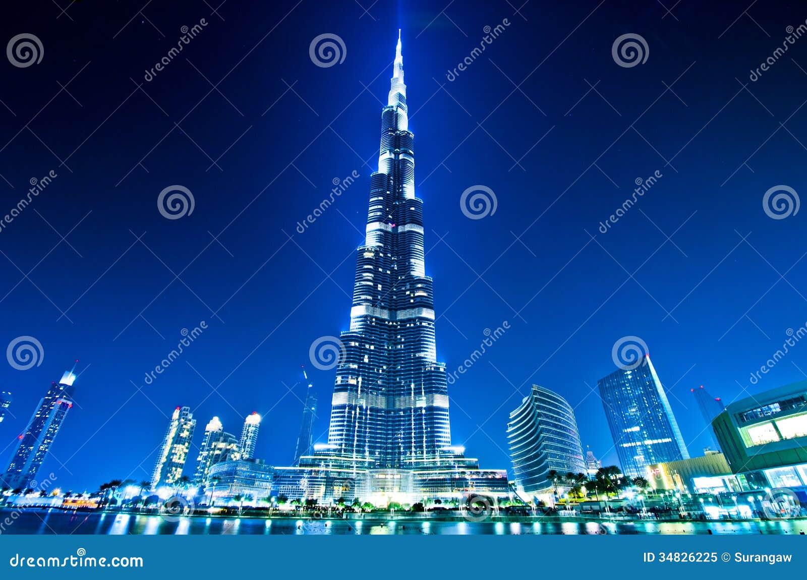 Dubai centrum och Burj Khalifa på natten
