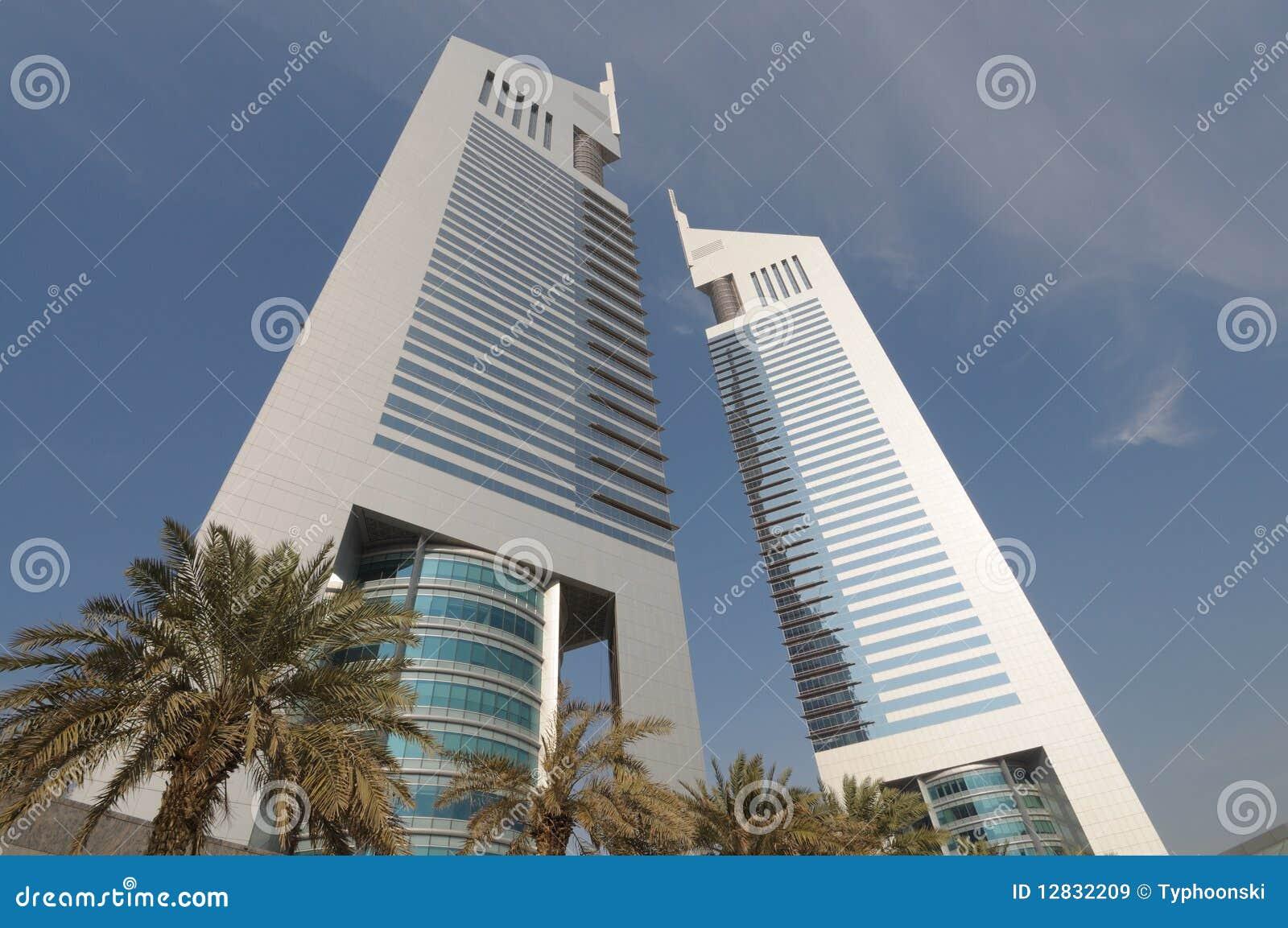 Dubai emiraty górują