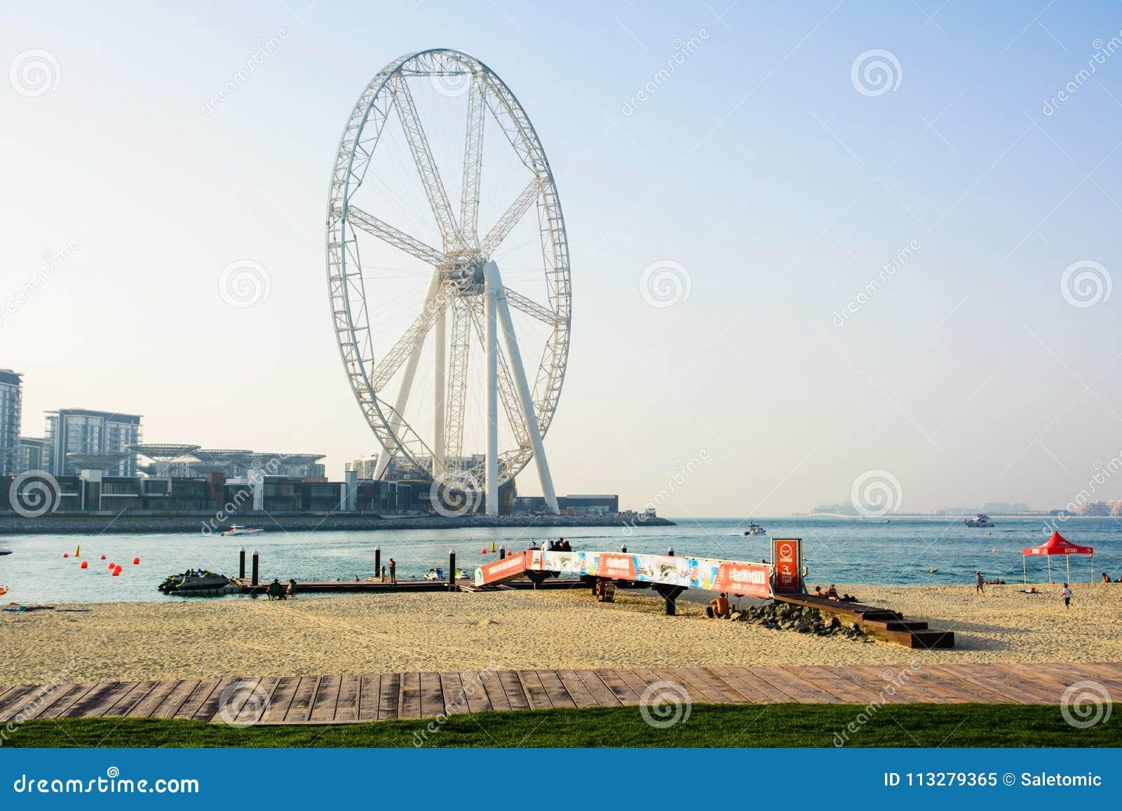 Dubai Förenade Arabemiraten - mars 8, 2018: JBR Jumeira strand