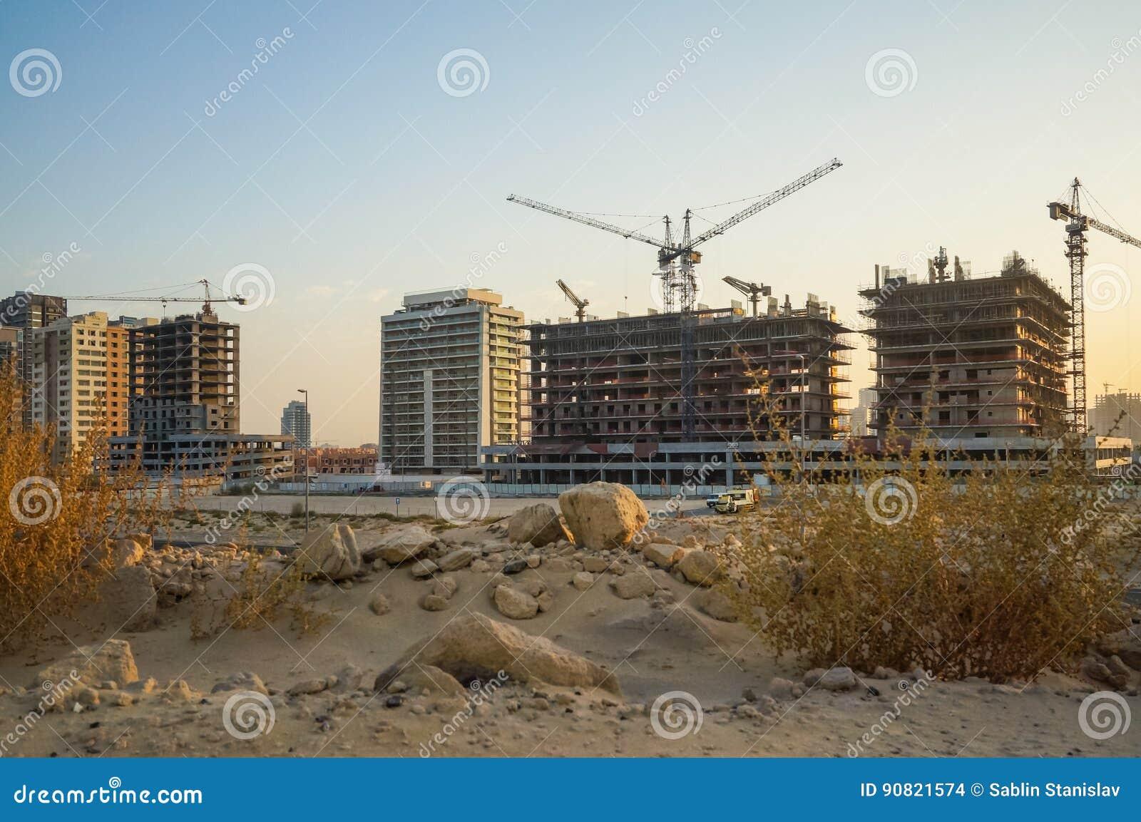 Dubai Sommar 2016 Utveckling av ökenområden, nytt hus i staden av Dubai, nära den nya hotellGhaya tusen dollar