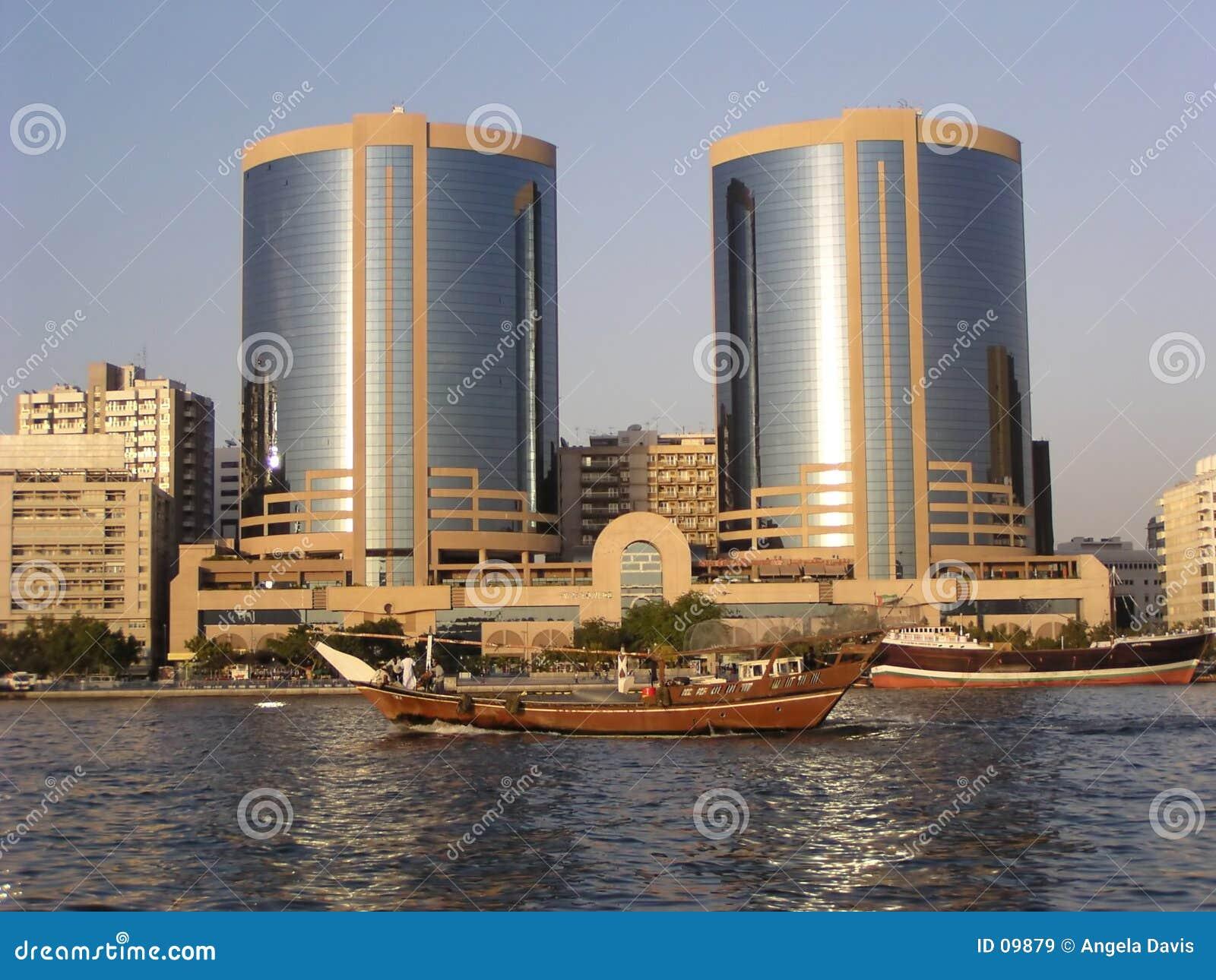 Dubai torn kopplar samman