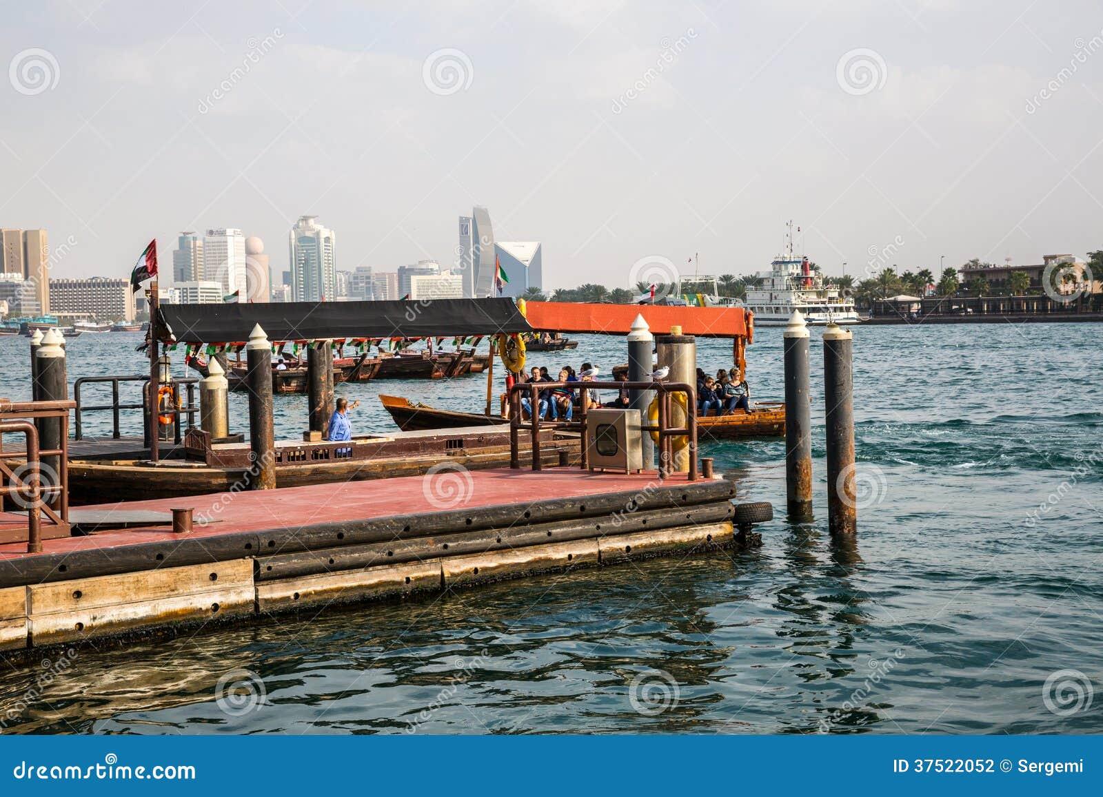 DUBAI, UAE 18 DE ENERO: Abra tradicional balsea el 18 de enero, 2