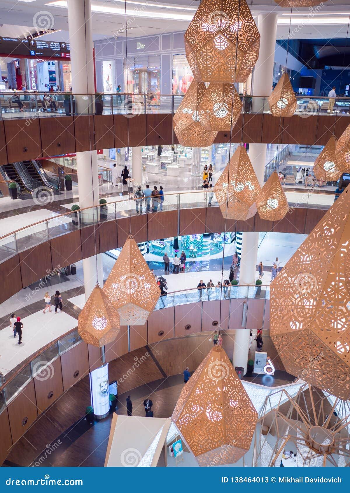 Dubai, UAE - 15. Mai 2018: Dubai-Mall ist eins der größten Einkaufszentren in der Welt