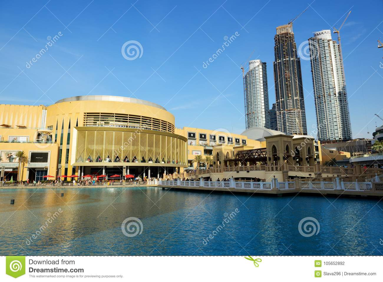 The Dubai Mall Is The World`s Largest Shopping Mall