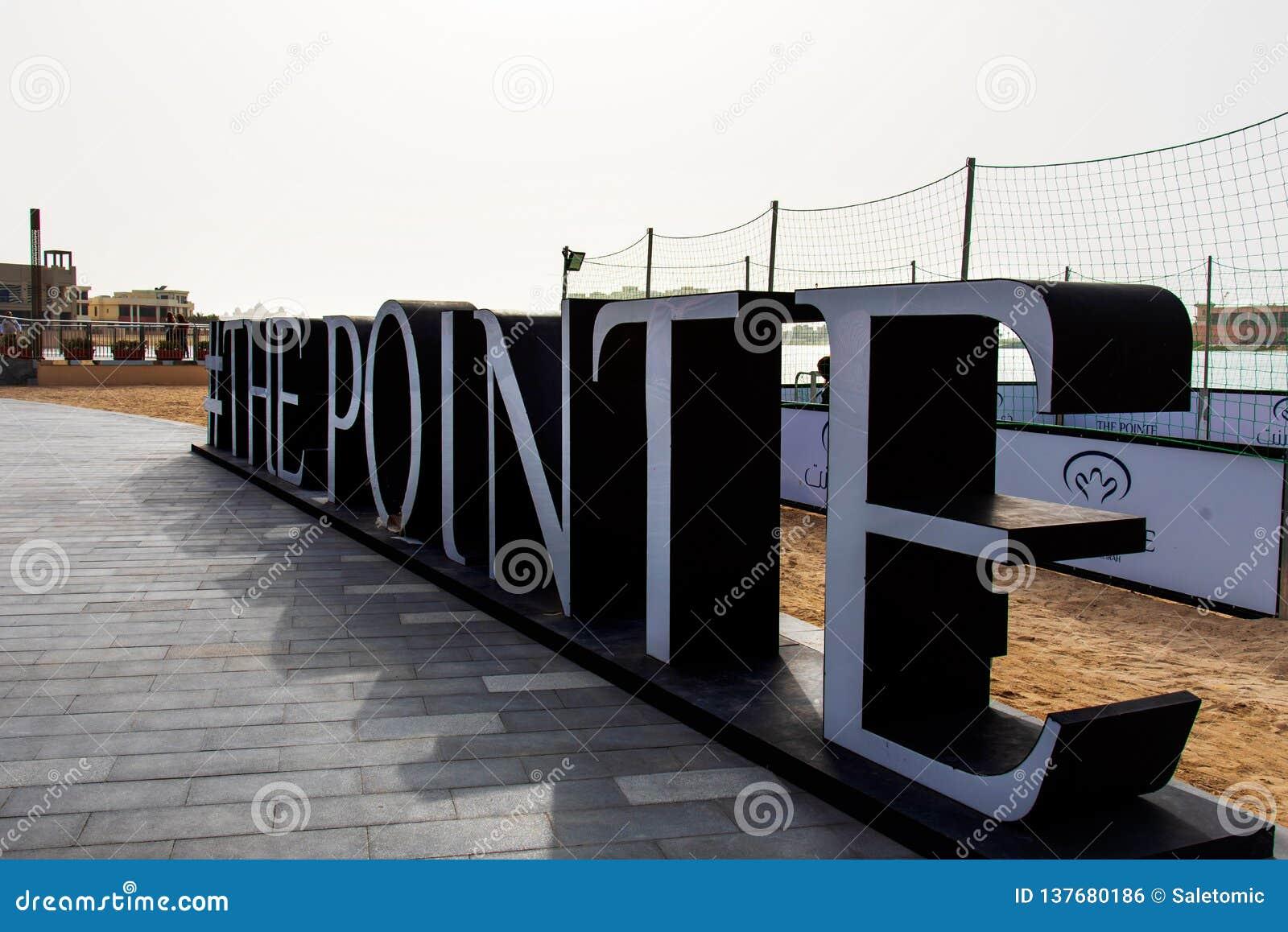 Dubai, United Arab Emirates - 25 de enero de 2019: Destino de la cena y del entretenimiento de la costa de Pointe en la palma Jum