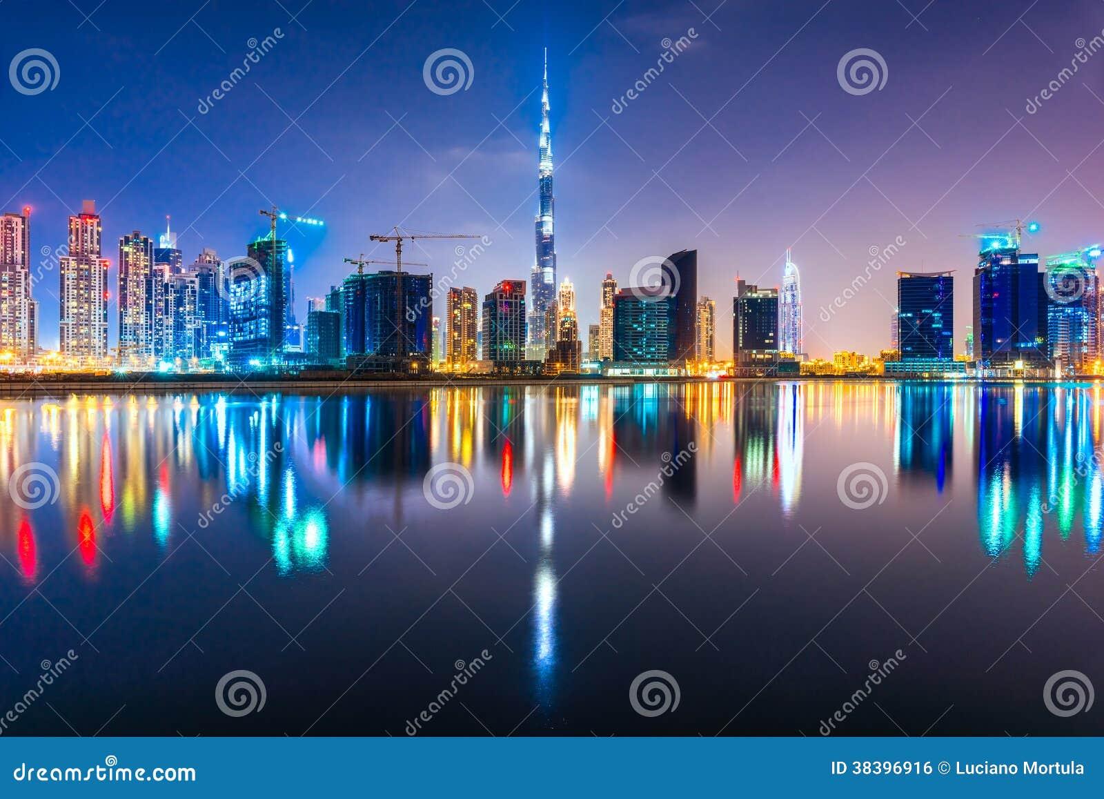 Dubaj linia horyzontu przy nocą, UAE