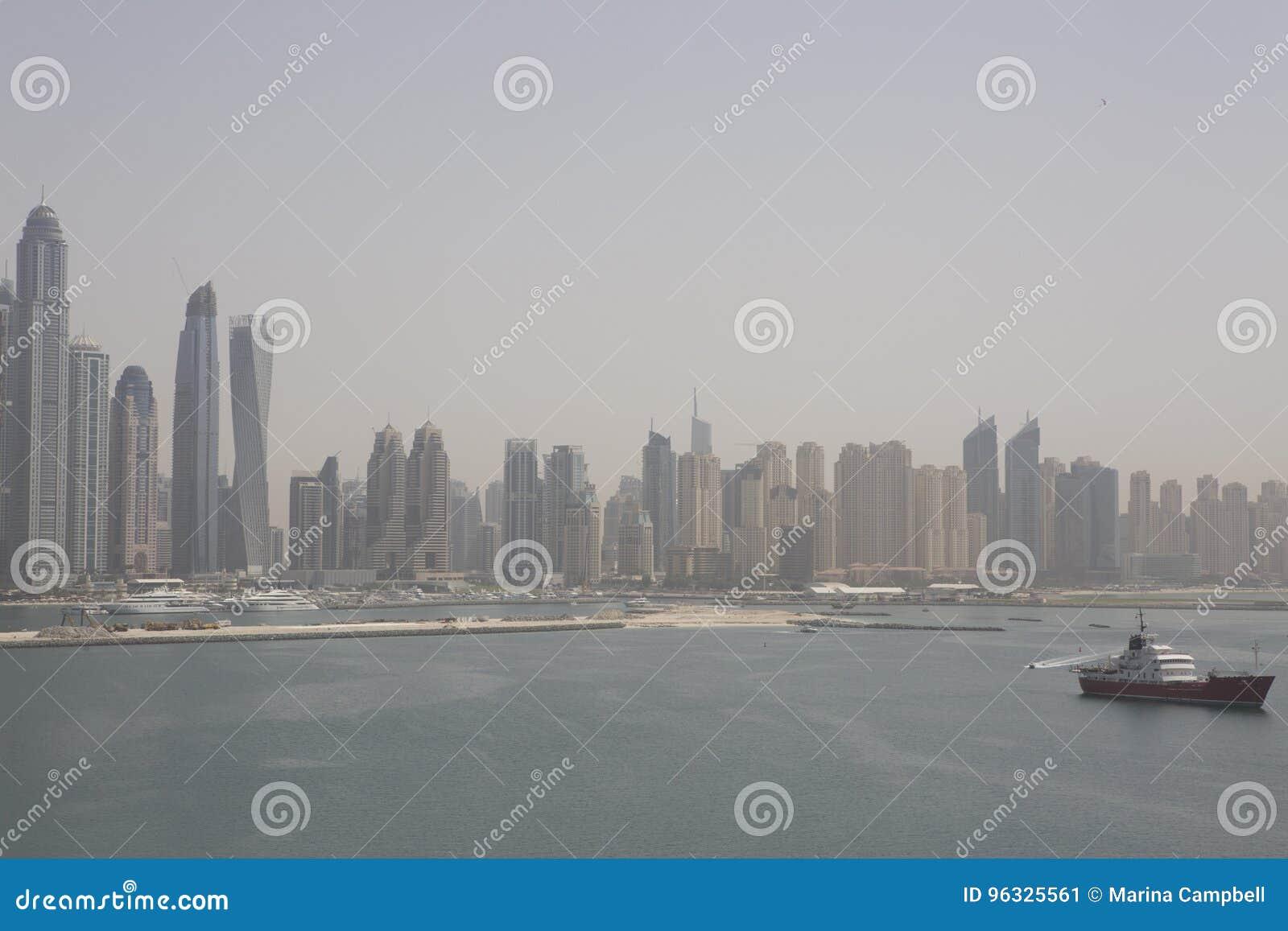 Dubaj, plaża z drapacza chmur widokiem