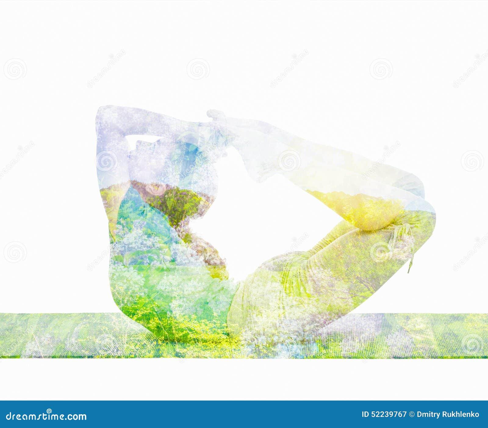 Dubbel blootstellingsbeeld van vrouw die yogaasana doen
