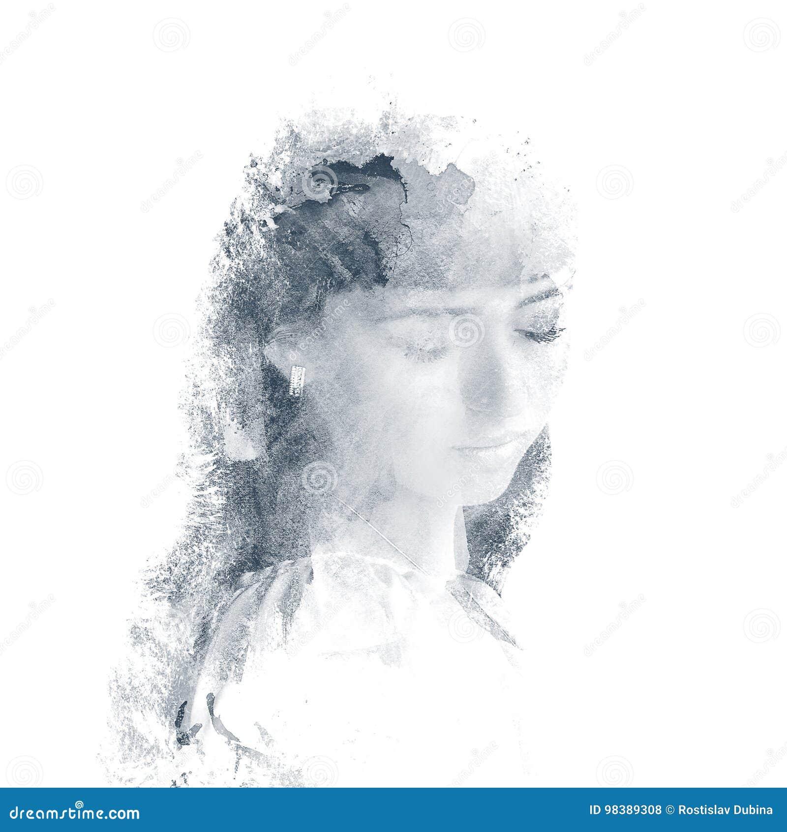 Dubbel exponering av en ung härlig flicka Målad stående av en kvinnlig framsida Mång--färgad bild som isoleras på vit bakgrund