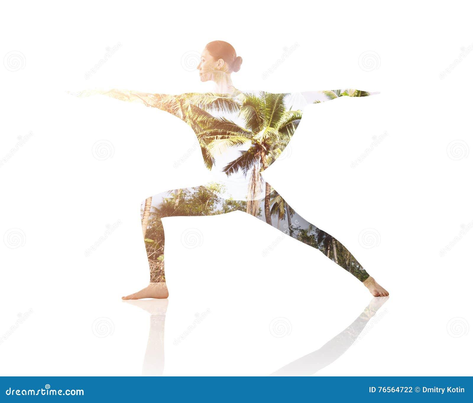 Dubbele blootstelling van vrouw die yogaoefening doen
