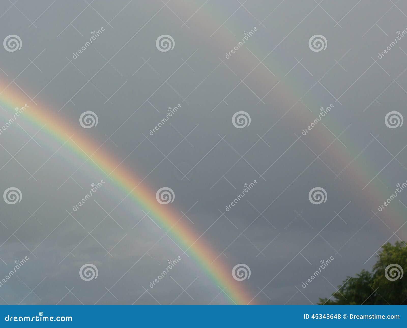 Dubbele regenboog buiten