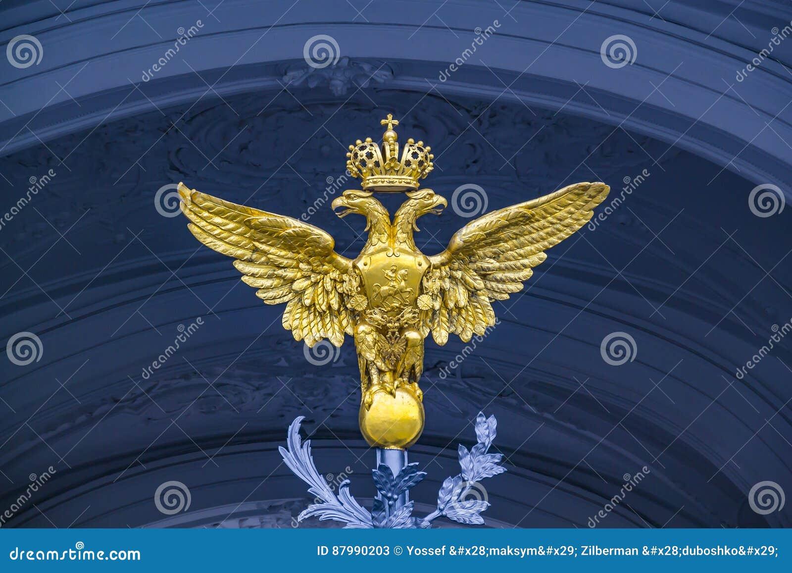 Dubbla Eagle - emblem av Ryssland på portvinterslotten i St Petersburg