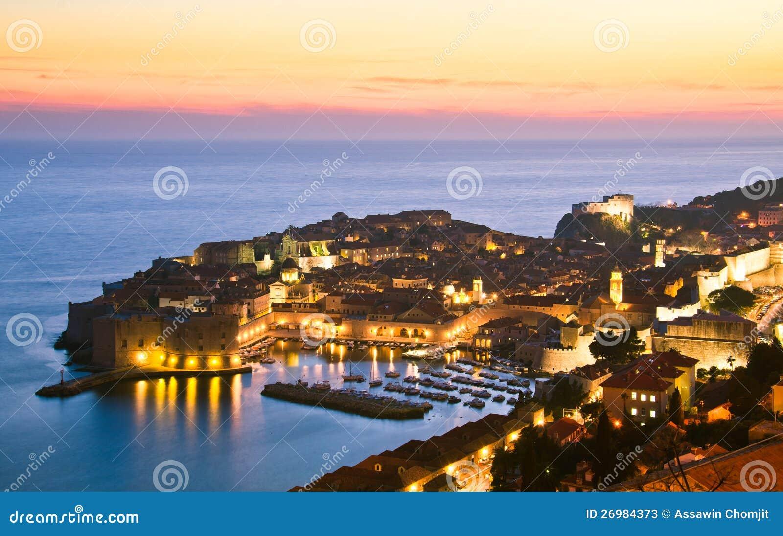 Dubrovnik Bis Zum Nacht, Kroatien Stockbild - Bild von belichtet ...