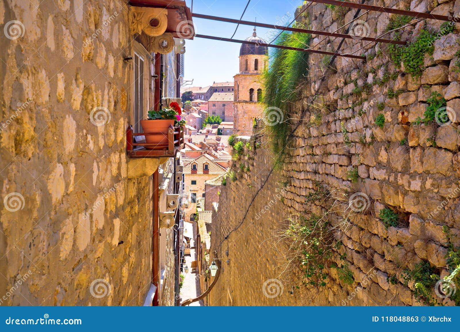 Dubrovnik brant smal gatasikt