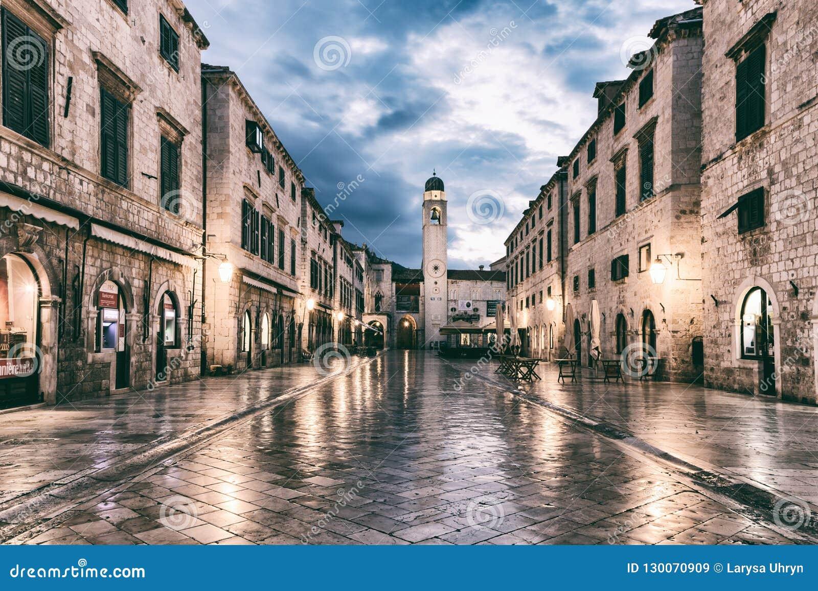 DUBROVNIK CHORWACJA, WRZESIEŃ, - 10, 2017: Stradun Placa główna ulica Stary miasteczko Dubrovnik