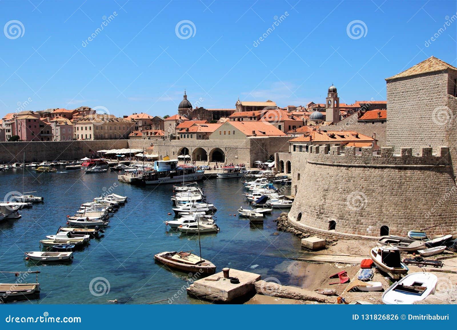Dubrovnik, Croatie, juin 2015 Vue de la vieille ville du côté du port historique