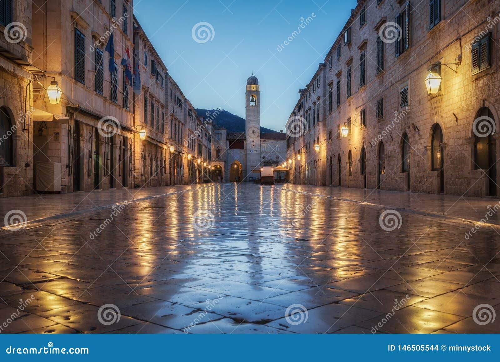 Dubrovnik Stradun in der Dämmerung, Dalmatien, Kroatien