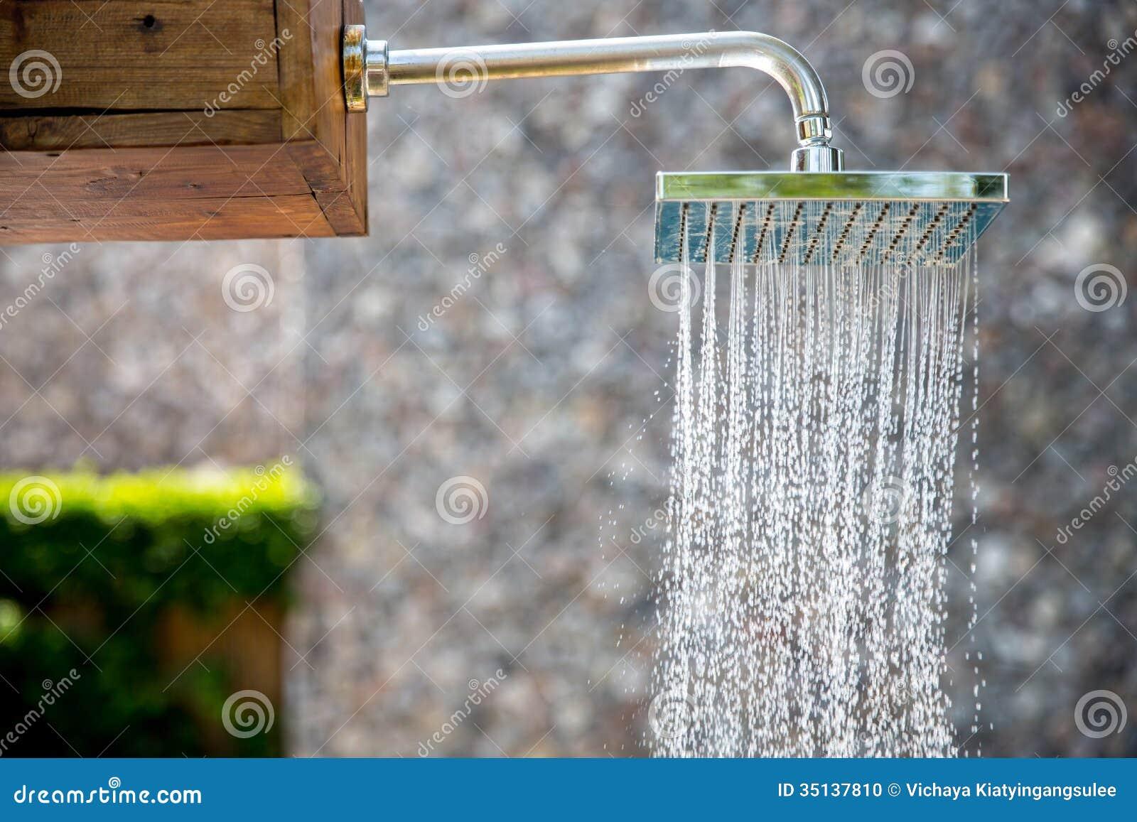 Ducha de lluvia al aire libre foto de archivo imagen de for Ducha lluvia precio