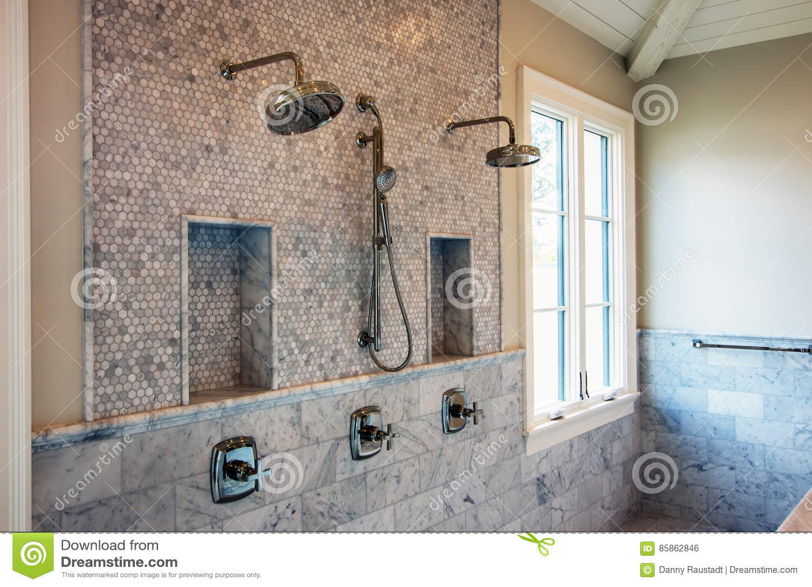 Duchas Interiores Caseras Modernas Del Cuarto De Baño Foto de ...